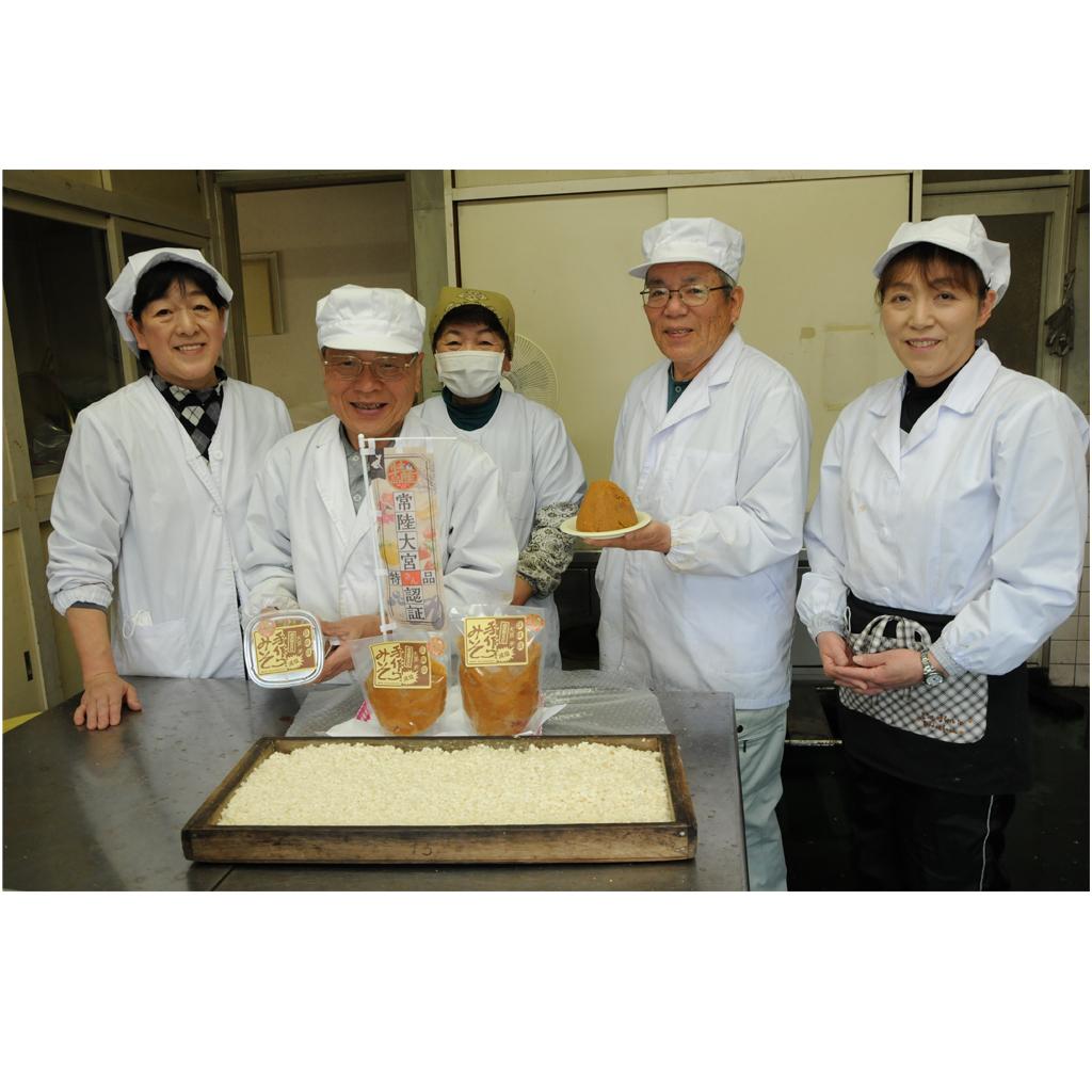 緒川村地域資源研究会のメンバー、手作りみそと自家製こうじ