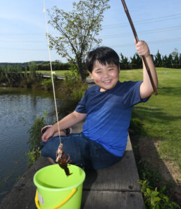 安心で楽しいザリガニ釣り 道の駅いたこの人工池