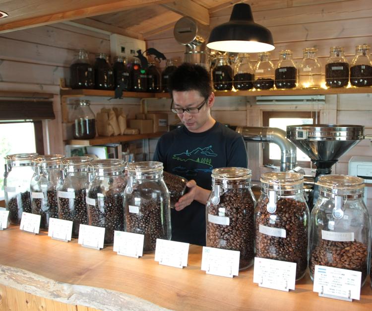 コーヒー豆がそろう店内