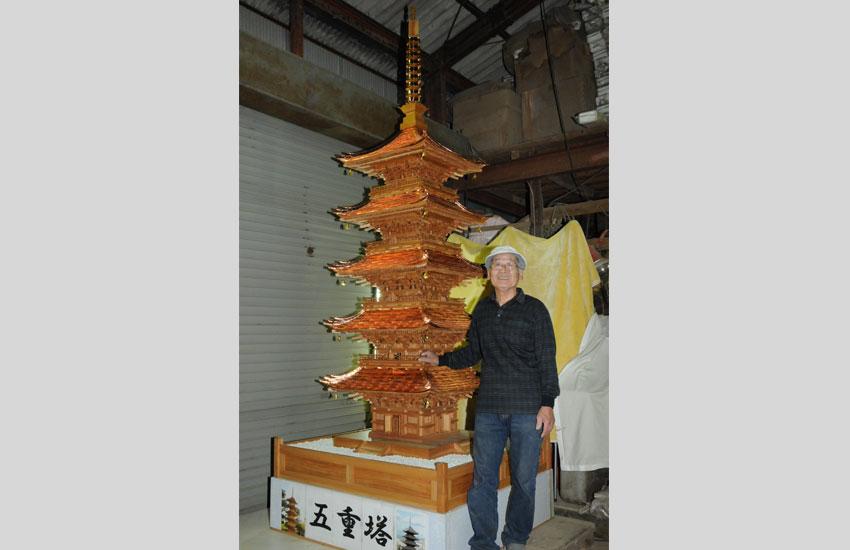 最新作の五重塔と根本さん