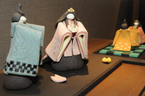 「麻衣子雛」コラボ展 笠間「ギャラリー桜」