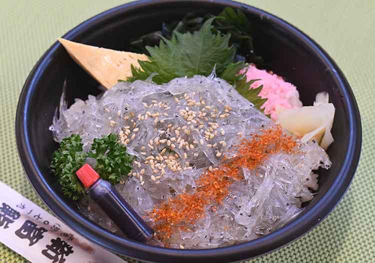 新富鮨のしらす丼の写真