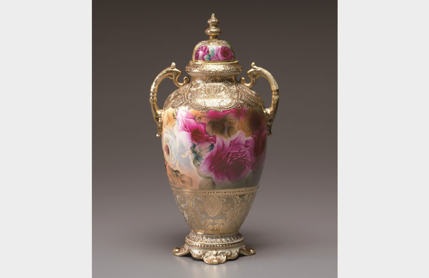 色絵金盛薔薇文飾壺