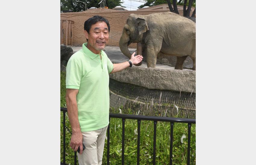 アジアゾウのスズコと、生江さん